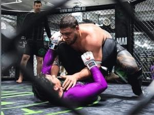 UFC 254 4